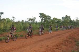 Tourisme solidaire Bénin - Peloton d'élèves