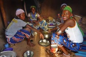 Voyage au Bénin - 4 femmes Peulhs dans leur case