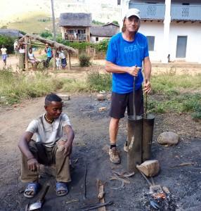tourisme utile à Madagascar - le forgeron à Isorana