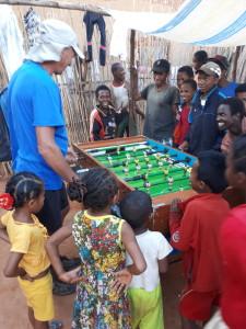 voyage solidaire à Madagascar - partie de baby-foot