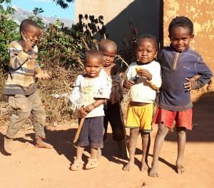 Tourisme solidaire à Madagascar - enfants à Isorana