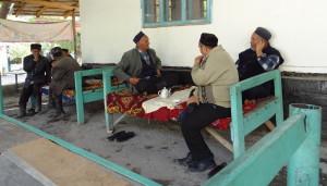 Voyage solidaire au Kirghizsan - Discussion à Arslanbob