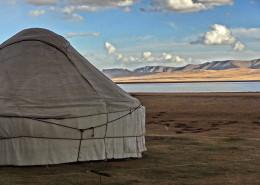 Voyage solidaire au Kirghizstan - Yourte au bord du lac Song Kol