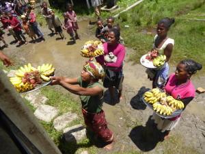 Tourisme solidaire à Madagascar - vendeuses de fruits