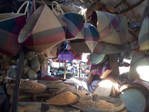 Tourisme utile à Madagascar - au marché