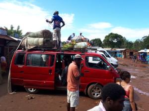 voyage solidaire à Madagascar - taxi brousse pour Vangaidraino