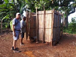 tourisme utile à Madagascar - douche au village d'accueil Ambalakolitra