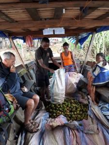 rencontre solidaire malgache - sur la pirogue