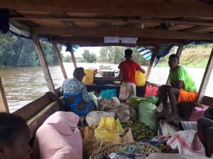 voyage équitable à Madagascar - repas préparé sur la pirogue
