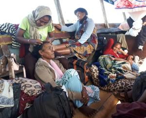 rencontre solidaire à Madagascar - scène de vie sur la pirogue