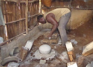 Voyage équitable Bénin - Fabricant de marmites